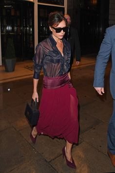 Victoria Beckham - The designer proved that showing some skin can still be posh - September 2017 Victoria Beckham Outfits, Victoria Beckham Style, Spice Girls, Look Office, Victoria Fashion, Mode Style, Elegant Woman, Fashion Outfits, Womens Fashion