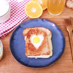 For Valentine's Day, revisit the classic croque-Madame in a more . Romantic Desserts, Easy Desserts, Dessert Recipes, Homemade Sandwich Bread, Sandwich Bread Recipes, Tasty Videos, Food Videos, Dessert For Two, Quick Dessert