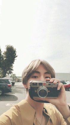 Bts Taehyung, Kim Namjoon, V Bts Cute, Jungkook Cute, Bts Aesthetic, V Bts Wallpaper, Bts Wallpaper Iphone Taehyung, Park Hyung Sik, Bts Lockscreen