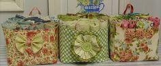 mesmo site ao lado,apaixonante estas cestinhas e super fácil de fazer,de uma espiadinha lá...eu quero fazer para meu minusculo atelier e tbem para cozinha...  humm mil idéias e vcs ???? www.elefantz.com/2010/02/basket-bow-tutorial.html