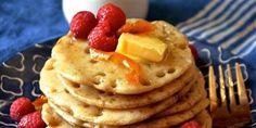 Make thin, Moroccan-style pancakes with honey-flavored syrup American Style Pancakes, Banana Bread Muffins, Pancake Stack, Honey Syrup, Chicken Lettuce Wraps, Breakfast Recipes, Breakfast Items, Breakfast Dishes, Vegan Breakfast