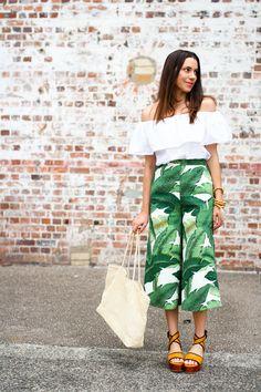 Ada Spragg: Culottes Tropicana + O.S Top(Diy Ropa Pantalones) Tropical Outfit, Tropical Fashion, Chic Outfits, Summer Outfits, Fashion Outfits, Moda Tropical, Tropical Vibes, Printed Pants Outfits, Culottes Outfit