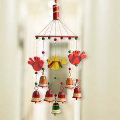 'Clinkering Songbirds' Hand-Painted Decorative Hanging Bells Wind Chime In Metal & Wood Diy Home Crafts, Clay Crafts, Decor Crafts, Wood Crafts, Arts And Crafts, Paper Crafts, Wall Hanging Crafts, Diy Hanging, Diy Wall Art