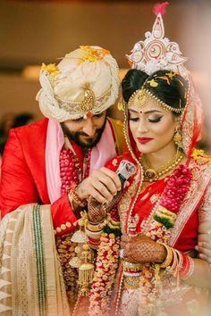 Traditional Bengali and Punjabi Fusion Wedding Bengali Bride, Bengali Wedding, Indian Wedding Fashion, Tamil Wedding, Hindu Bride, Wedding Bride, Wedding Ceremony, Wedding Hijab, Desi Wedding
