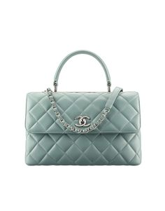 The latest Handbags collections on the CHANEL official website Latest Handbags, Fall Handbags, Burberry Handbags, Chanel Handbags, Fashion Handbags, Fashion Bags, Womens Fashion, Bags 2017 Trends, Chanel Purse