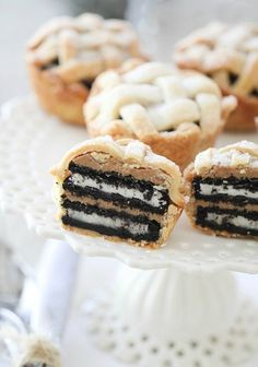 Oreo and Peanut Butter Layered Baby Lattice Pies  #food #dessert