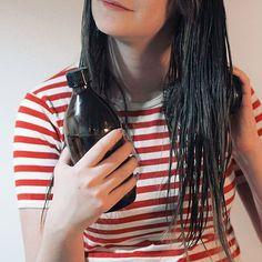 Viinietikasta laimennettu hiushuuhde toimii mainiosti hiusten hoitoaineena. Hiuksista tulee etikan ansiosta ihanan pehmeät ja takuttomat 💁🏻 #moreontheblog⠀  ⠀  ⠀  ⠀  ⠀  ⠀  #linkinbio #linkkibiossa #newblogpost #uusiblogipostaus #blog #blogi #blogger #bloggers #igers #hair #diy #diyhair #naturalbeauty #vinegar Insta Bio, Women, Fashion, Moda, Fashion Styles, Fashion Illustrations, Woman
