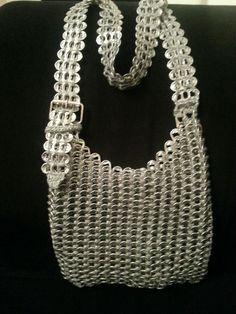 Pop can tab purse Pop Top Crafts, Tin Can Crafts, Crochet Handbags, Crochet Purses, Birthday Gifts For Teens, Teen Birthday, Pop Tab Purse, Painting Canvas Crafts, Soda Tab Crafts