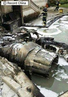 特亜ボイス: 【画像】 中国軍の主力戦闘機「殲-10B(J-10B)」が墜落・炎上、住民ら負傷―四川省成都市