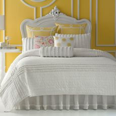 Love the quilt and details... but would I dare do white with little kids in the home?? hmmmm