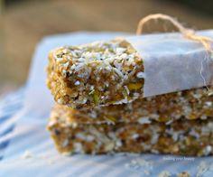 No bake caramel coconut buckwheat energy bars recipes . Vegan Recipes For One, Delicious Vegan Recipes, Raw Food Recipes, Yummy Food, Vegan Ideas, Tasty, Vegan Bar, Vegan Snacks, Vegan Desserts