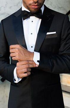 Tuxedo en negro. The Black Tux Tuxedo Rental.