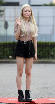 Blonde Asian, Cool Girl, Mini Skirts, Beautiful Women, Street Style, Photos, Kpop, Fitness, Style Fashion