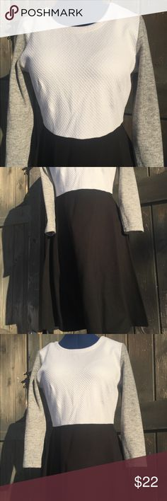"""LOFT super comfy dress size M/L Cute dress. Good condition.  Measurements: Chest: 38"""", Sleeves: 20"""", shoulder to shoulder: 16"""", Length: 36"""". Feel free to ask any questions :) LOFT Dresses Long Sleeve"""