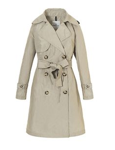 Spy woman. Trench by Moncler
