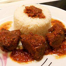 kokkinisto me rizi - Braised Beef with Rice Greek Recipes, Desert Recipes, Greek Pasta, Greek Cooking, Greek Dishes, Braised Beef, Healthy Recipes, Delicious Recipes, Healthy Food