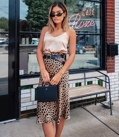 60 cool ways to style a leopard satin skirt 50 ~ Litledress - Women Outfits Jupe Midi Leopard, Leopard Maxi Skirts, Leopard Skirt Outfit, Printed Skirt Outfit, Maxi Skirt Outfits, Printed Skirts, Mode Outfits, Chic Outfits, Summer Outfits