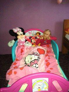 Jste jedničky! :-) Toddler Bed, Lunch Box, Furniture, Home Decor, Homemade Home Decor, Home Furnishings, Decoration Home, Arredamento, Interior Decorating