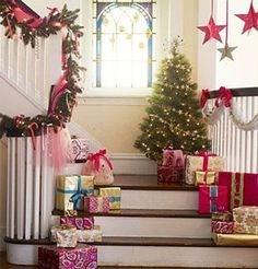 Make Christmas Decorating Fun with Hanging Décor #christmas #christmasdecor #noeldecor #noeldesign #christmasentryway #christmasstairway #stairwaydesign #doordesign #christmasdoor
