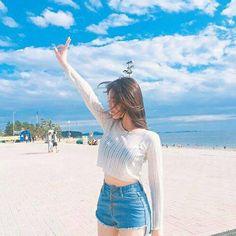 Korean Fashion – How to Dress up Korean Style – Designer Fashion Tips Moda Ulzzang, High Rise Bootcut Jeans, Ulzzang Korean Girl, Uzzlang Girl, Korean Outfits, Asian Style, Girl Photography, Asian Fashion, Korean Beach Fashion