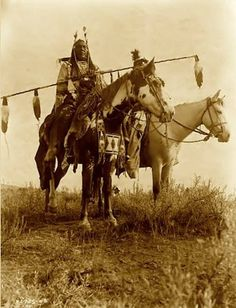Crow Warriors On Horseback. It was taken in 1908 by Edward S. The picture shows Bird on the Ground and Forked Iron dressed in Traditional Native American style. Good for talking about stereotypical views of Native Americans Native American Horses, Native American Beauty, Native American Photos, Native American History, American Indians, Native American Clothing, Sioux, Westerns, Crow Indians