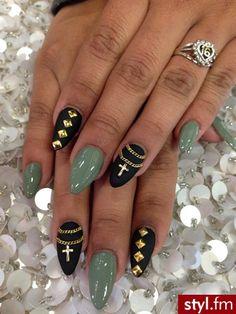The ring finger!!! Paznokcie