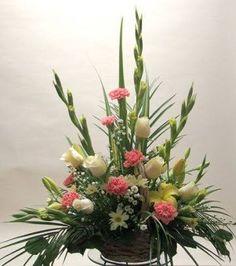 Resultado de imagen para simple flower arrangements with roses