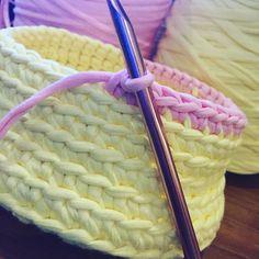 Terminando o primeiro cestinho de um kit de 5! Já apaixonada! #inprogress #wip #encomendas #instacrochet #croche #crochet #fiodemalha #fioecologico #candycolors #cesto #basket #decor #decoração #detalhes #details #love #handmade #demaeprafilha by atelierdemaeprafilha