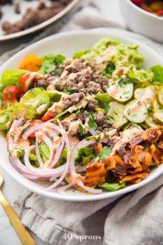 """Loaded burger bowls with pickles, bacon, a quick guacamole, and a """"special sauce""""! These low carb burger bowls are and paleo, too. Low Carb Burger, Burger Toppings, Slider Buns, Paleo Whole 30, Whole 30 Recipes, Healthy Recipes, Low Carb Recipes, Paleo Food, Vegetarian Recipes"""