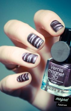 Vernis magnet Nocibé by Pshiiit - want to try! 3d Nails, Love Nails, How To Do Nails, Nail Art Designs, Magnetic Nail Polish, Basic Nails, Fabulous Nails, Amazing Nails, Purple Nails
