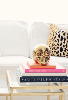 @ceresbr creates a chic coffee table display with our Morton Skull.
