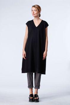 Dress Nabila at OSKA New York looks great with trousers or worn alone. https://newyork.oska.com/en/products/detail/dress-nabila-01160110036/