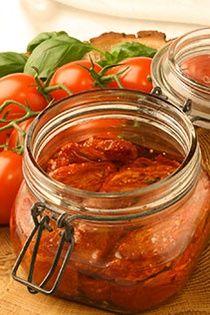 AGLIO PEPERONCINI Italská pikantní česneková směs na všechny druhy těstovin. Výborná na vaječné pokrmy, pizzu, dušenou i čerstvou zeleninu, vhodná i do ...