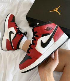 Jordan Shoes Girls, Girls Shoes, Shoes Women, Zapatillas Nike Jordan, Nike Huarache, Nike Air Shoes, Adidas Shoes, Aesthetic Shoes, Fresh Shoes