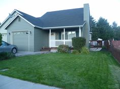 Single level townhome in upscale neighborhood! // 198 Southwest Ivy Court, Prineville OR 97754 // fredrealestate.com