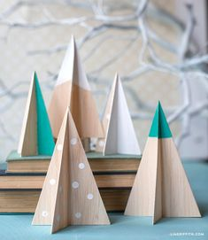 DIY Mini Christmas Tree Decor Ideas — Make these simple mini Christmas trees, perfect to include every year with your Christmas decorations. Scandinavian Christmas Decorations, Modern Christmas Decor, Wood Christmas Tree, Noel Christmas, Christmas Tree Decorations, Black Christmas, Xmas Trees, Christmas Christmas, Christmas Cookies