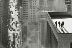 'Men on a rooftop, Sao Paulo' by Swiss Magnum photographer, René Burri. Although his shot of Che Guevara is probably his most famous and rightly so, Men on a rooftop is probably my favourite photo ever. Magnum Photos, Magnum Fotografie, Che Guevarra, San Paolo Brazil, Fred Herzog, Foto Magazine, Time Magazine, Street Photography, Art Photography