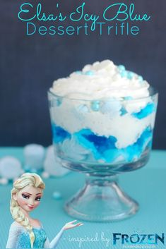 Disney FROZEN Food Elsa's Icy Blue Dessert Trifle - This woman has so many wonderful frozen ideas! I think I want a frozen bday this year even if I am gonna be Disney Frozen Food, Frozen Party Food, Frozen Theme, Frozen Birthday Party, Frozen Kids, Elsa Frozen, 5th Birthday, Birthday Ideas, Blue Desserts