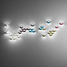 Fold Surface 4204 de #Vibia. Luminaria de pared de 4 apliques con forma geométrica. Diseño de Arik Levy.