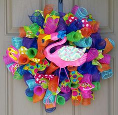 Small Pink Flamingo Wreath, Front Door Summer Wreath, Summer Colorful Welcome Wreath, Metal Pink Mesh Wreath Tutorial, Diy Wreath, Wreath Ideas, Summer Deco, Spring Summer, Tiki Bar Decor, Flip Flop Wreaths, Summer Door Wreaths, Welcome Wreath