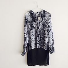 NWT Kaya di Koko cobra print blouse New! Cobra print blouse with high-low hem. Pattern is beautiful and the back is very unique. Size small. ❌Sorry, no trades!❌ reasonable offers welcome!  Kaya di Koko Tops Blouses