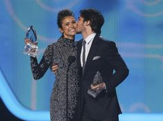 "(Photo: REUTERS/Mario Anzuoni / ) Nina Dobrev and Ian Somerhalder accept the award for favorite on-screen chemistry for their show ""The Vampire Diaries"" at the 2014 People's Choice Awards in Los Angeles, California January 8, 2014. 