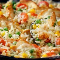 Ce Poulet et riz 20 minutes savoureux qui plaît à toute la famille se prépare rapidement à la poêle avec la soupe condensée Crème de poulet à faible teneur en gras de CAMPBELL'S®.