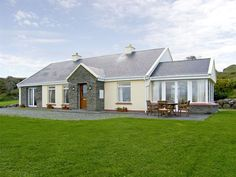 PRICE FROM £309.00 PW SLEEPS 7 BEDROOMS 3 BATHROOMS 2 PET FRIENDLY This detached cottage sits in an elevated position above the town of Waterville in County Kerry and sleeps seven people in three bedrooms. Max party 7 including infants