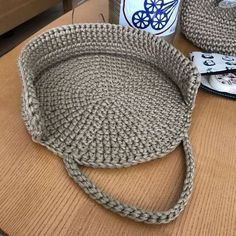 Bolsa tejida en redondo en ganchillo o crochet.Round of the binder string . The place where construction meets design, beaded crochet is the act of using beads to embellish crocheted items. Crochet is derived from the French crocThis pHow to Crochet Crochet Shell Stitch, Crochet Stitches, Crochet Patterns, Crochet Handbags, Crochet Purses, Crochet Bags, Crochet Dolls, Love Crochet, Bead Crochet