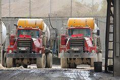 Mack DMs Mack Trucks, Dump Trucks, Old Trucks, Cement Mixer Truck, Types Of Concrete, Equipment Trailers, Concrete Mixers, Heavy Truck, Vintage Trucks