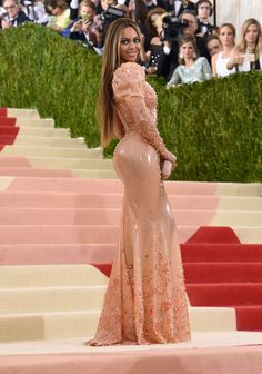 Beyoncé in a Givenchy Haute Couture dress and Lorraine Schwartz jewelry