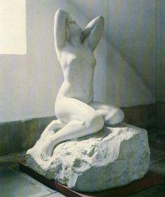 Marco Tobon Mejia - Colombia LA POESIA. Mármol. 184 x 96.5 x 125 cms. 1926. Colección Museo Nacional. Bogotá. Libro MTM. Museo de Arte moderno de Bogotá. Agosto 1986.
