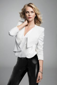 Charlize Theron in Nino Munoz Photoshoot for Sunday Magazine (Photos) Charlize Theron Oscars, Charlize Theron Photos, Beauté Blonde, Dior, Atomic Blonde, Hollywood, Scarlett Johansson, Sensual, Mannequin