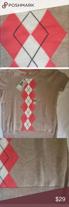 NWT 🏌️IZOD 🏌️Argyle sweater coral beige white IZOD Women's Large light weight sweater. Beige with argyle in coral and white. Short-sleeves.  V-neck.  Ribbed waist and arms. Perfect for a round of summer golf at the country club!  Size large. Measurements: bust (underarm to underarm):40, waist: 34, length (shoulder to bottom of shirt): 24. 100% Cotton. Izod Sweaters Crew & Scoop Necks